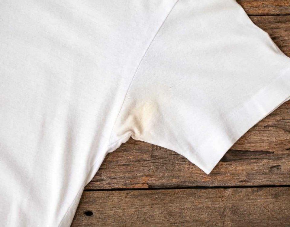 cách tẩy vết ố vàng trên áo trắng và áo màu