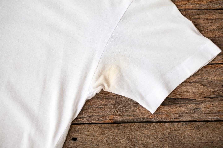 Cách tẩy vết ố vàng trên áo trắng và áo màu - Thông Cống Nghẹt Tiến Vũ