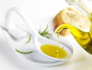 dùng dầu ăn tẩy băng dính