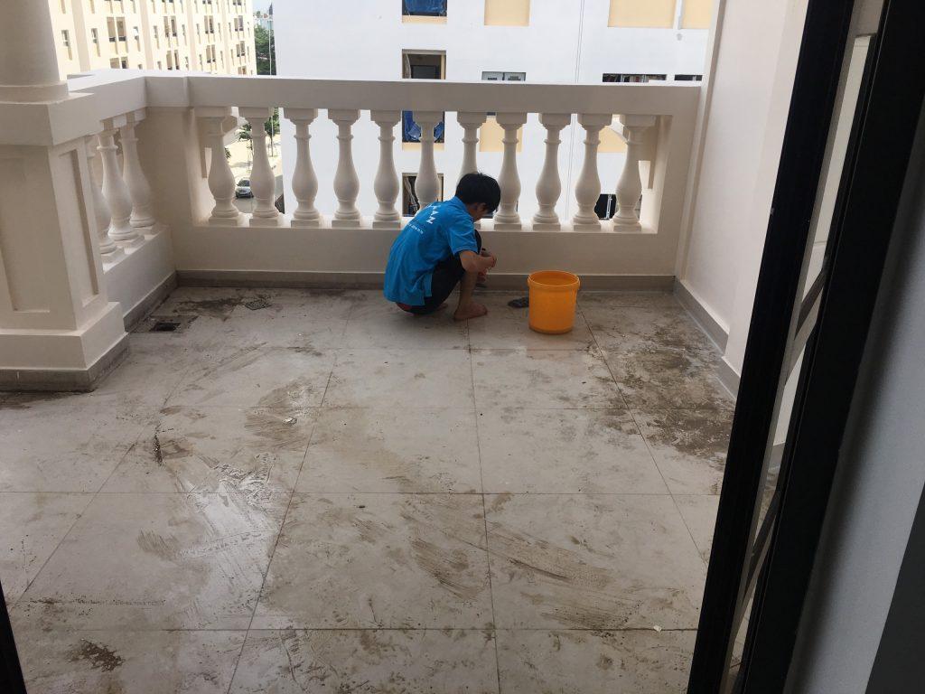 vệ sinh sàn nhà mới xây
